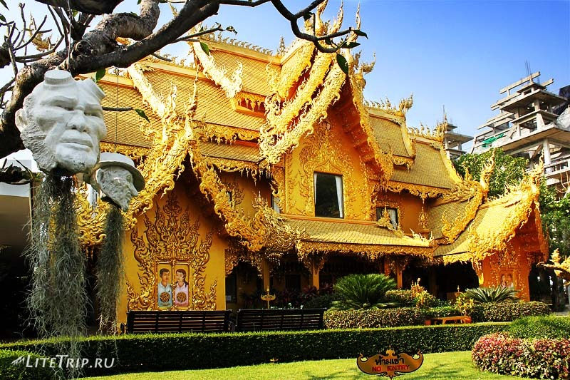 Чианг Рай. Туалет рядом с Белым храмом (Ват Ронг Кхун)
