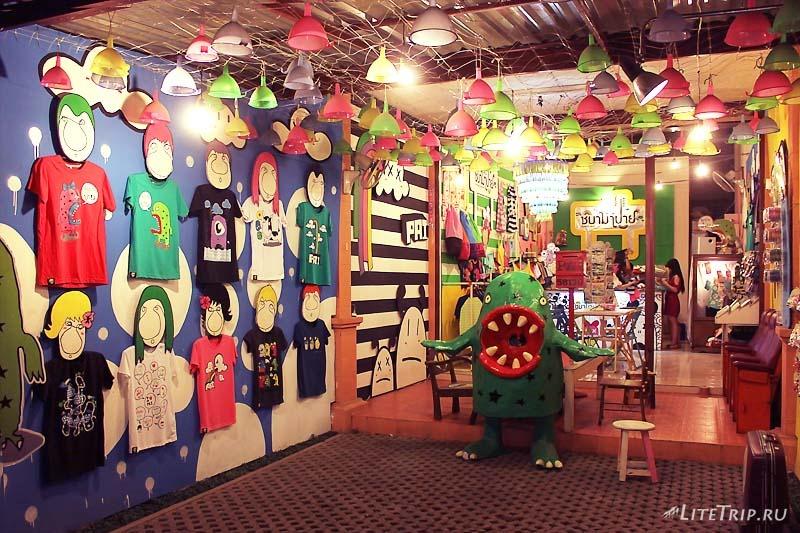 Магазины одежды в Пае.