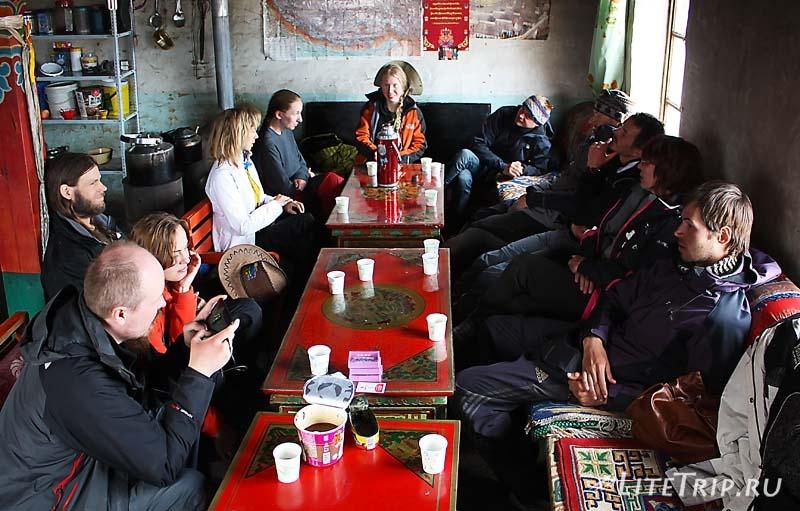 Тибет - Дарчен. Кафе.