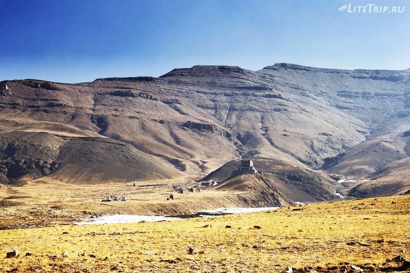 Тибет. Величественный монастырь Гьяндрак.
