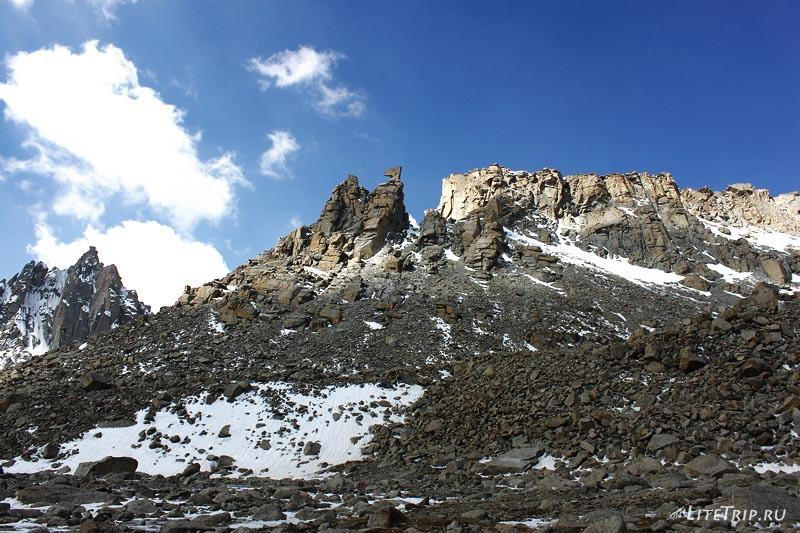 Тибет. Внешняя кора вокруг Кайласа. Топор кармы.