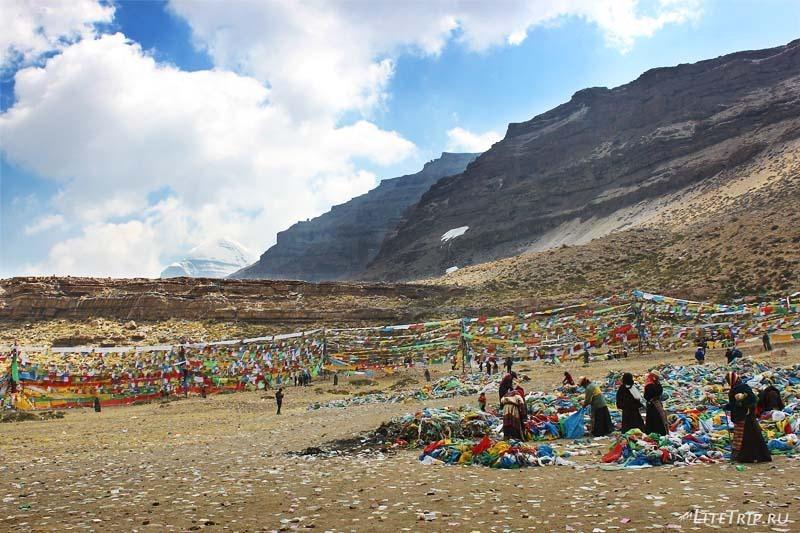 Тибет. Праздник Сага-Дава - флажки.