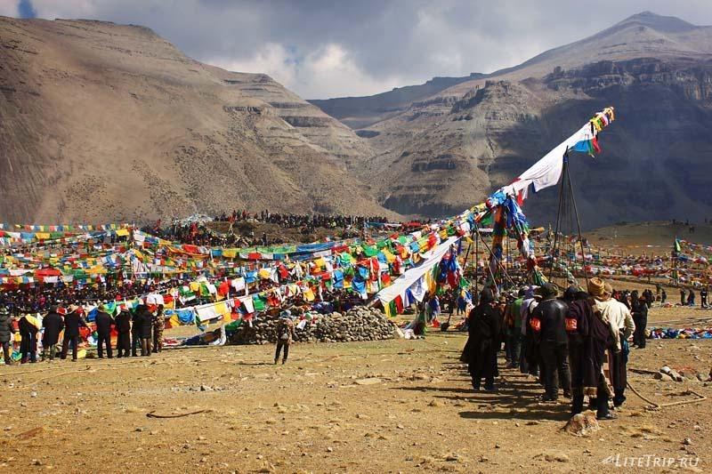Тибет. Праздник Сага-Дава - подъем столба.