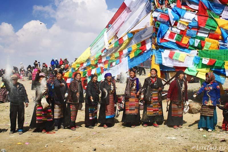 Тибет. Праздник Сага-Дава - бросание пепла.