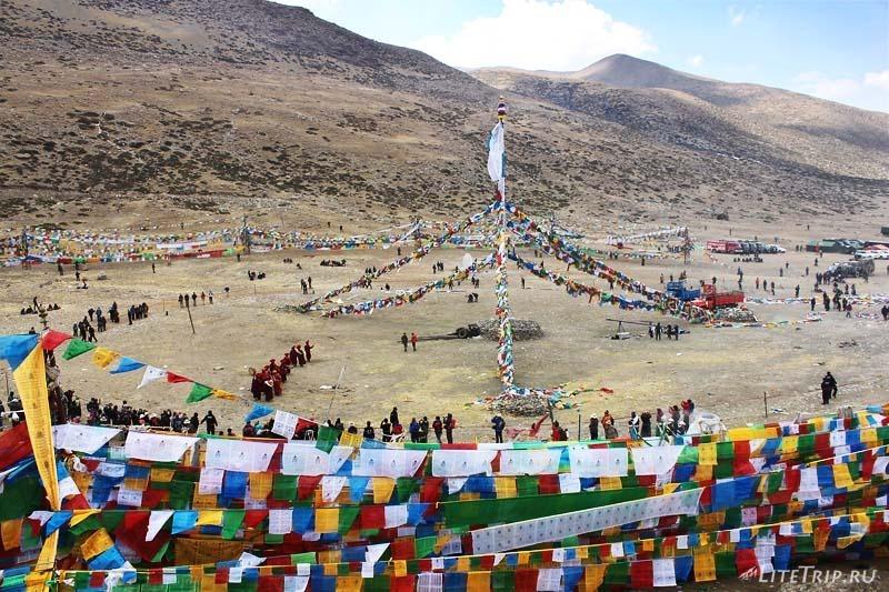 Тибет. Праздник Сага-Дава - ровный столб.