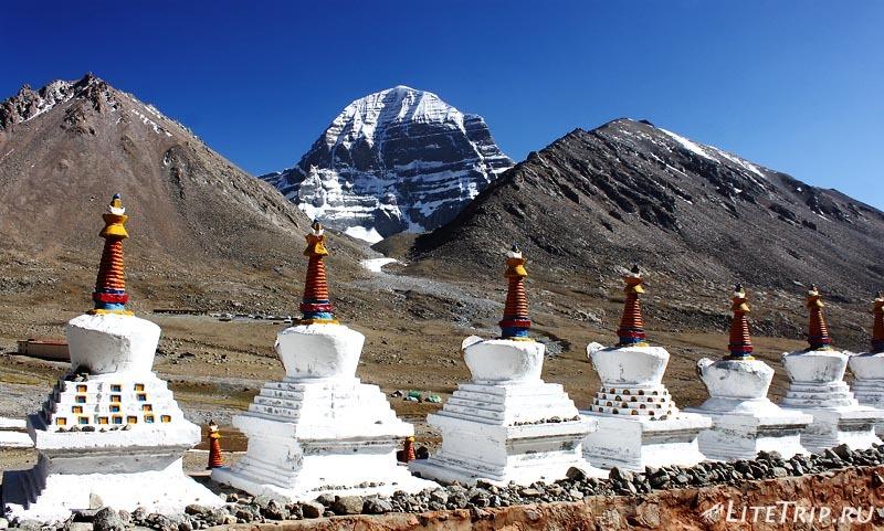 Тибет Внешняя кора вокруг Кайласа. Ступы монастыря