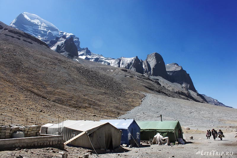 Тибет. Обход внешней коры вокруг Кайласа. Палатки.