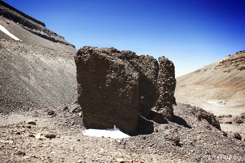 Тибет. Внутренняя кора - огромные камни.