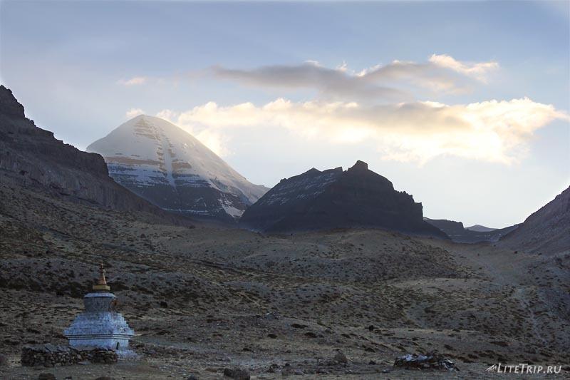 Тибет. Внутренняя кора. Горы Кайлас и Нанди.