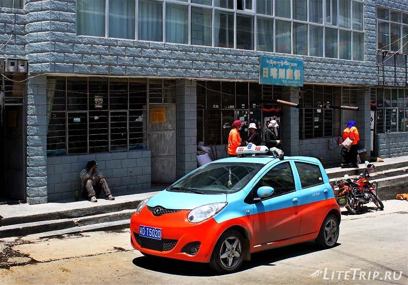 Тибет. Такси на улицах Ньялама.