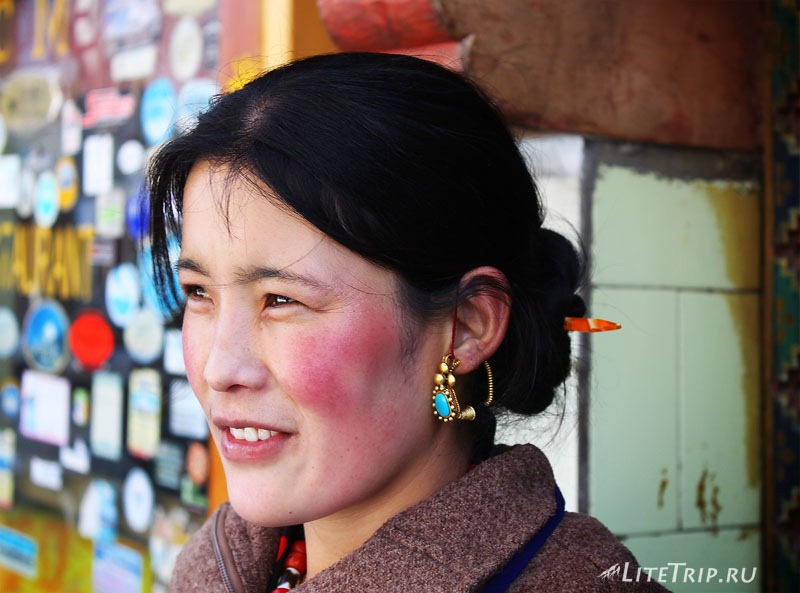 Тибет. Хозяйка гестхауса в Ньяламе.