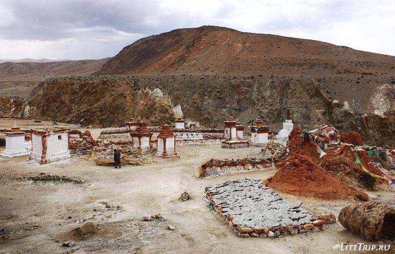Тибет. Долина Гаруды - манадуи монастыря Тирапури.