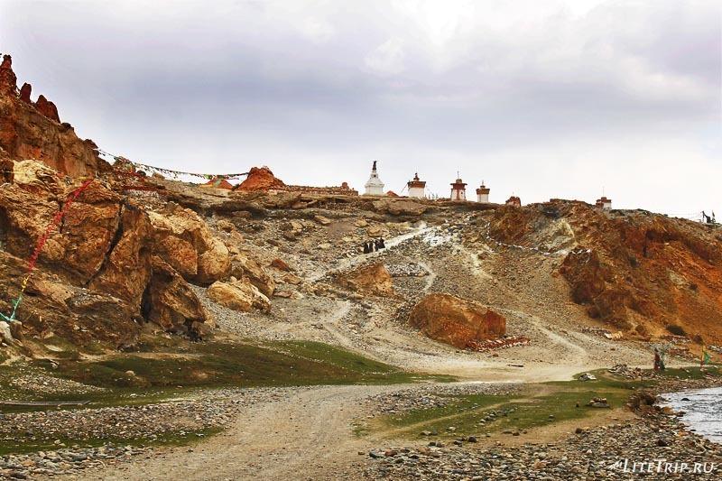 Тибет. Долина Гаруды - пещеры монастыря Тирапури.