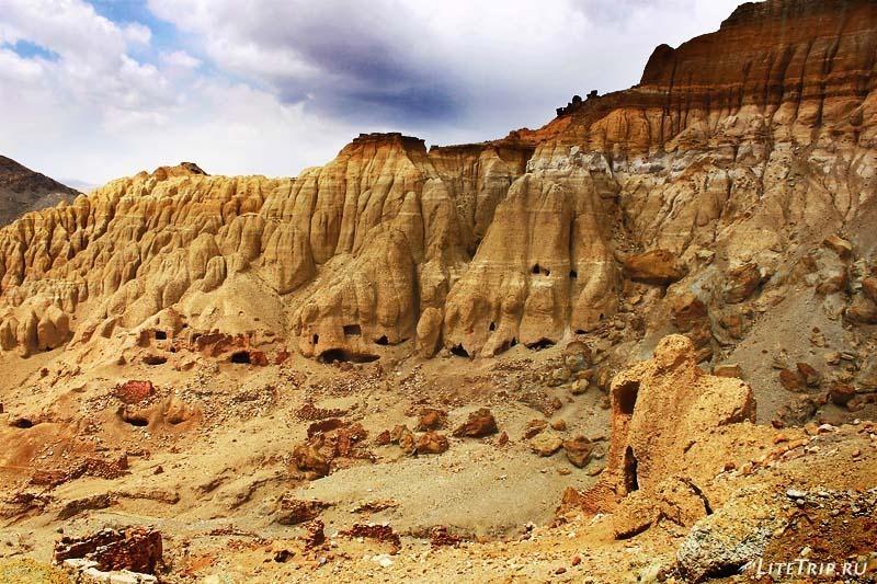 Тибет. Долина Гаруды - пещеры Кунлунг.