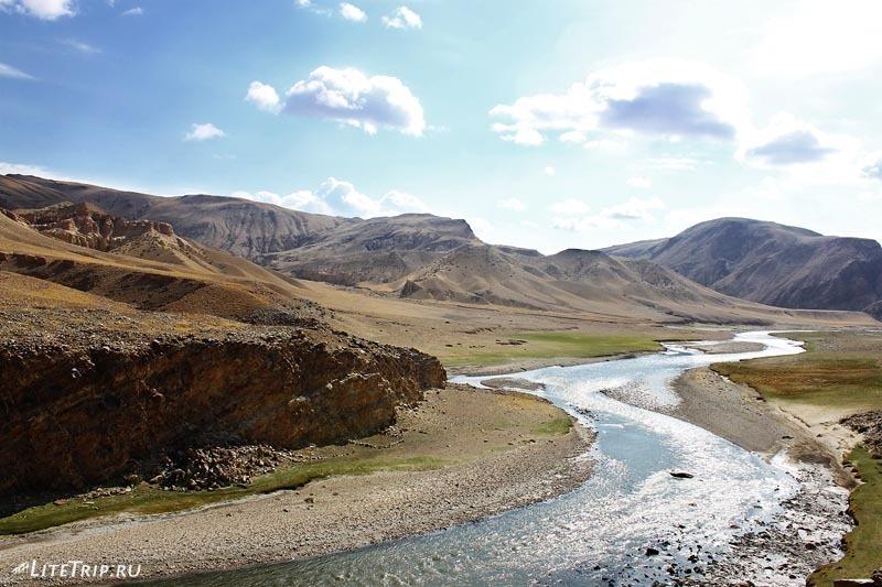 Тибет. Дорога вдоль реки в долину Гаруды.
