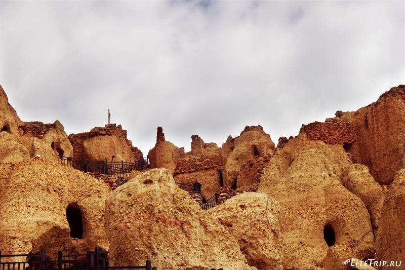 Тибет. Долина Гаруды - пещеры серебряного дворца.