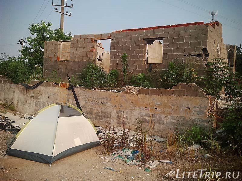 Безопасное место для палатки - стройка или заброшенный дом?
